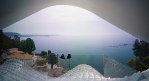 Къща в Испания кацна на склон от 42 градуса
