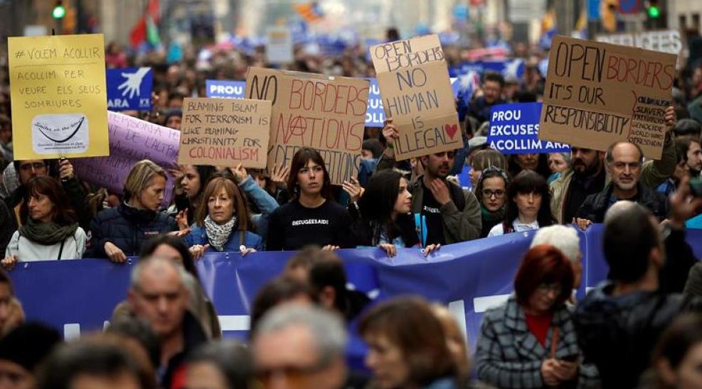 30 испански града на протест: Заповядайте, бежанци