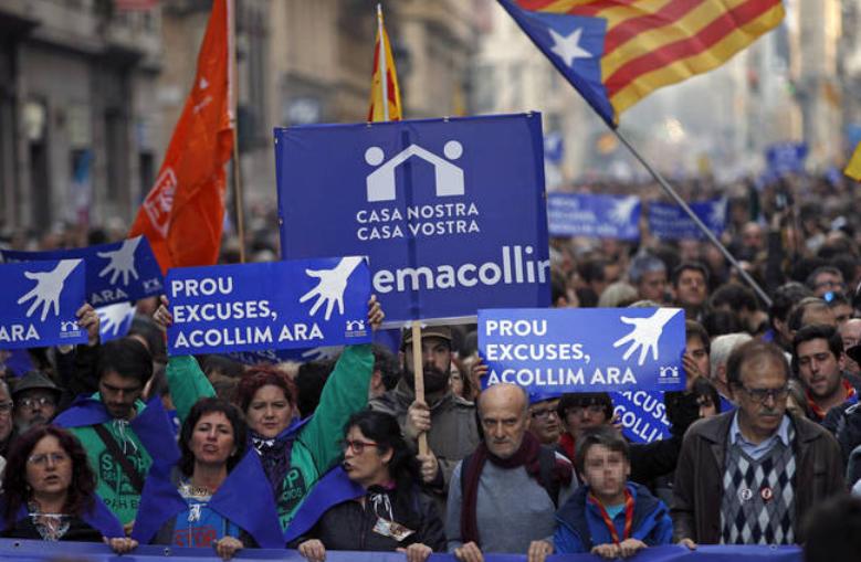 Хиляди протестират в Барселона, призовавайки правителството да приеме повече бежанци