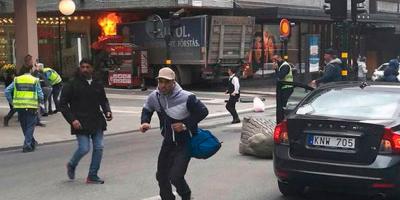 Най-малко трима души загинаха, след като камион се вряза в пешеходци в шведската столица Стокхолм