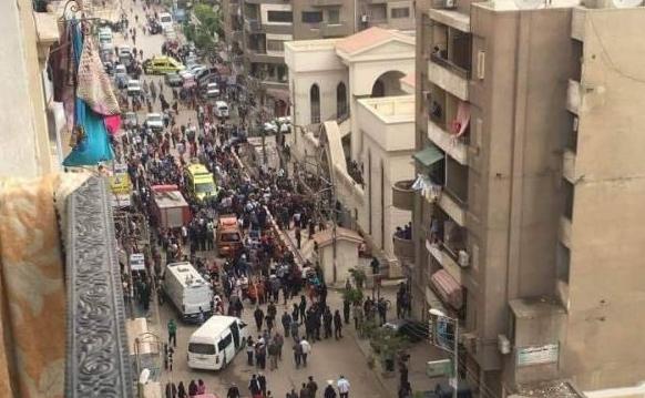 Взривове в две църкви в Египет, жертвите на първата експлозия са 25