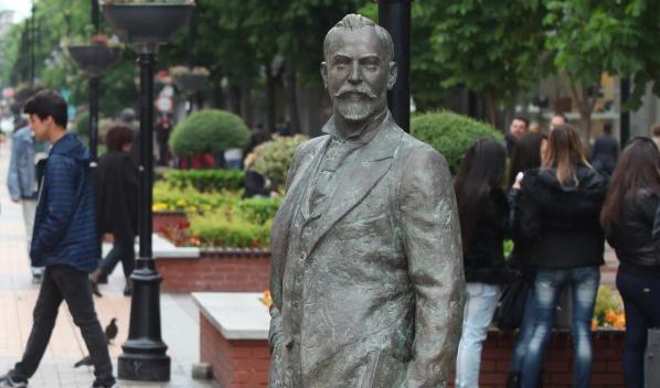 В Чикаго вече има кръстовище Алеко Константинов