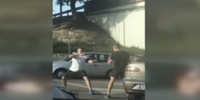 Малага: Тийнейджъри се биха (стил нинджа) насред магистралата (видео)
