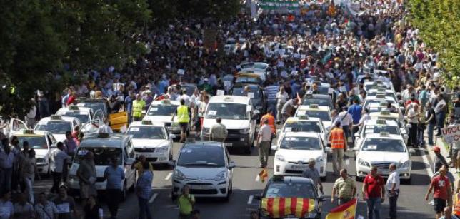 Над 10 000 испански таксиметрови шофьори от цялата страна демонстрираха днес в Мадрид срещу Uber