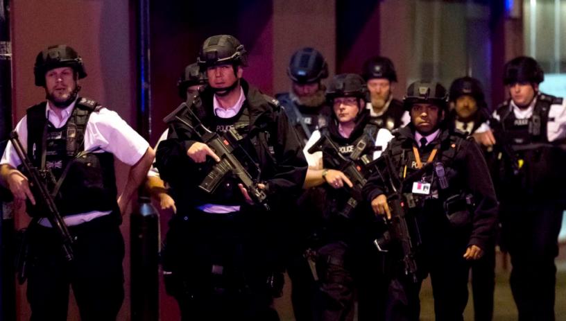 Очевидци от ужаса в Лондон: Терористите обикаляха и пробождаха който им падне