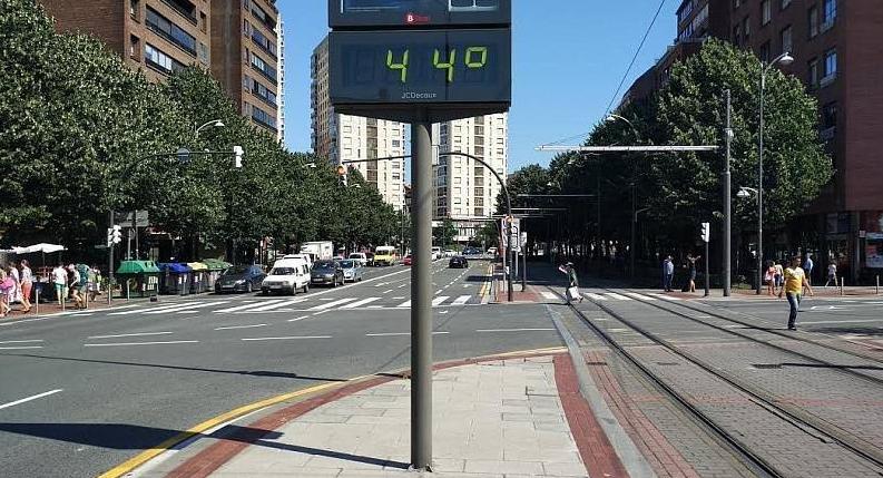 Гореща вълна залива Испания – три дни жеги – температурите надминават 44°