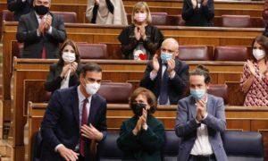 Вотът на недоверие срещу правителството на Педро Санчес не успя