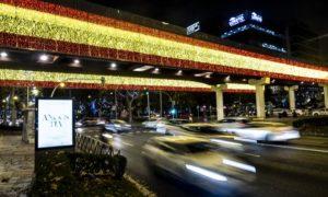Мадрид запали коледните си светлини (Видео)