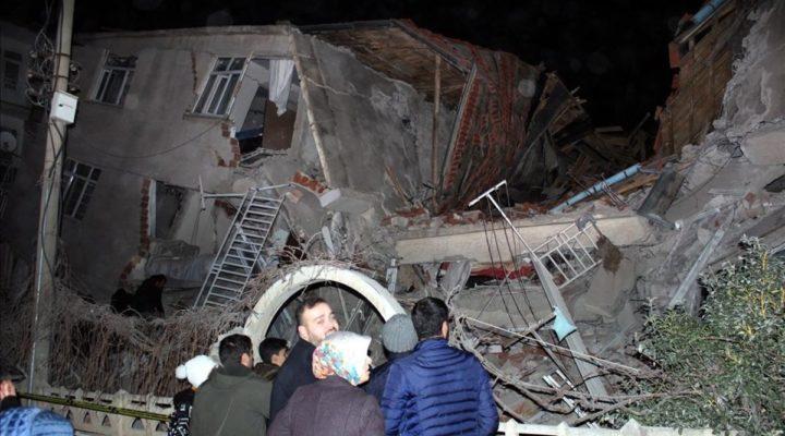 58 са жертвите на мощното земетресение в Измир