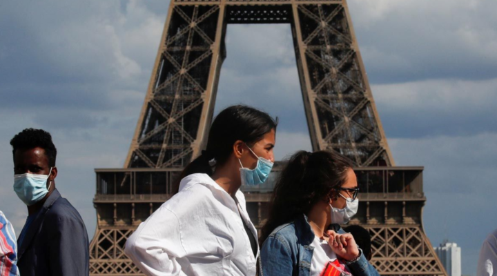 Във Франция от днес не е задължително носенето на маска на открито