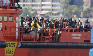 Най-малко осем мигранти загинаха, а 17 се водят за изчезнали при корабокрушение до бреговете на южния испански град Кадис