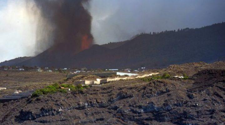 Отменени полети на остров Палма заради вулкана Кумбре Виеха